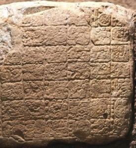 Bloque de escalera maya