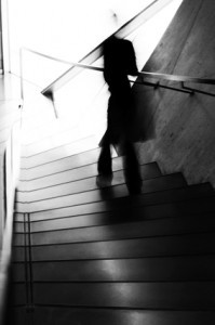 Sombras oscuras alimentándose de energías negativas