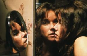 Barbara Hershey en una escena de la película el ente