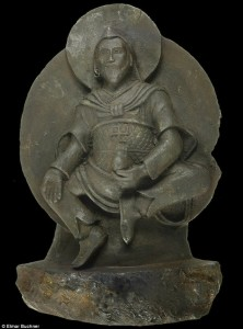 El tesoro de los nazis estatua budista esculpida en un meteorito e1348781586545 222x300 El tesoro de los nazis, estatua budista esculpida en un meteorito