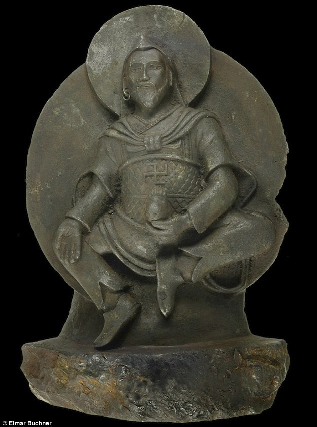 El tesoro de los nazis, estatua budista esculpida en un meteorito