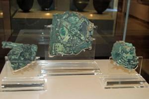 El mecanismo Antikythera e1349553644689 300x199 Continúa la investigación sobre el artefacto de Antikythera