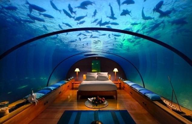 El Hotel Hilton en las Maldivas e1353285139804 - El acceso a la montaña de Bugarach se cerrará el 21 diciembre de 2012
