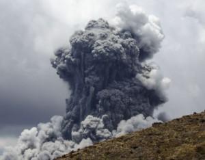 Tongariro en Nueva Zelanda entra en erupción