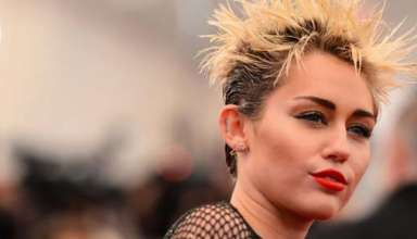 Miley Cyrus afirma haber sido testigo de fenomenos paranormales en su casa de Londres 384x220 - Miley Cyrus afirma haber sido testigo de fenómenos paranormales en su casa de Londres