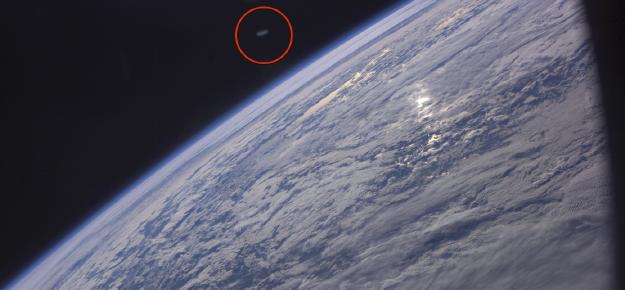 Ovni en forma de disco fotografiado por la NASA - Ovni en forma de disco fotografiado por la NASA