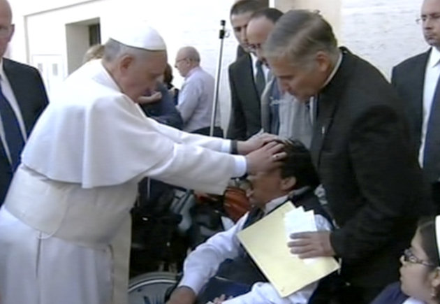 Papa Francisco realiza un exorcismo en publico Por primera vez el Papa Francisco realiza un exorcismo en público