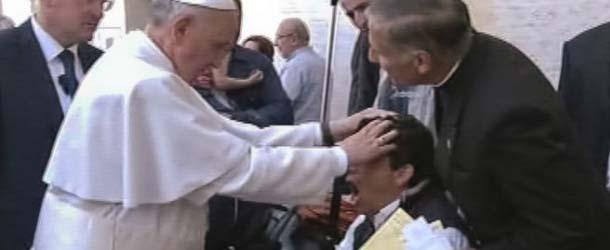 """Exorcismo fallido: Los """"Demonios"""" aún poseen al hombre exorcizado por el Papa Francisco"""
