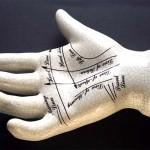 Un cirujano japonés modifica quirúrgicamente las líneas de la mano para cambiar el destino