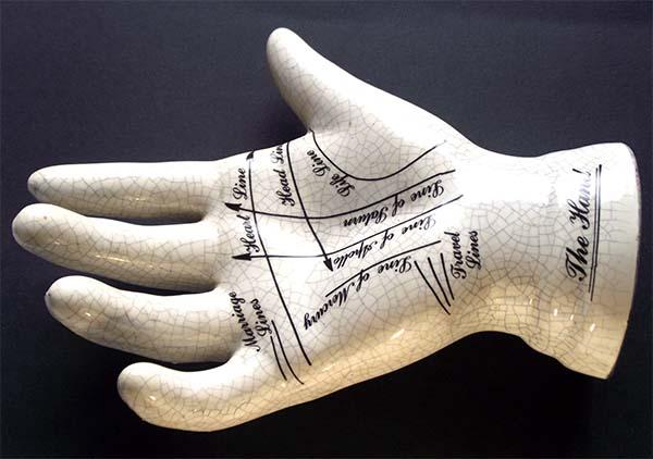 Las lineas de la mano - Un cirujano japonés modifica quirúrgicamente las líneas de la mano para cambiar el destino