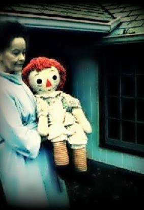 Annabelle, la muñeca poseída