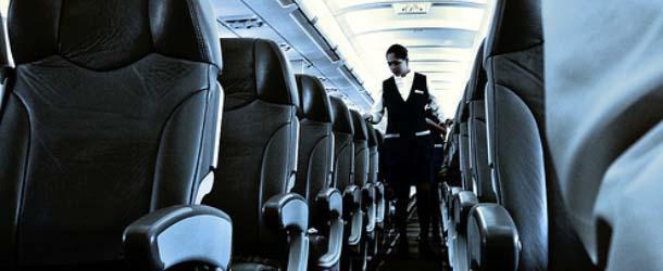 Azafata fantasma - Los pasajeros de un avión accidentado en Tailandia fueron ayudados por una azafata fantasma