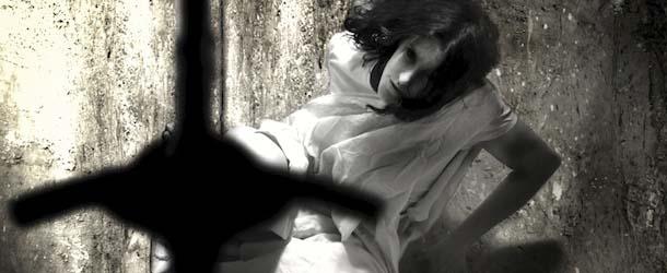 Una adolescente es crucificada durante 7 días en un exorcismo