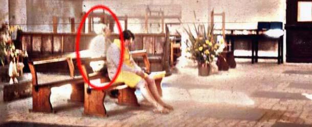 Presencia fantasmal - Una mujer afirma haber sido sanada por una presencia fantasmal