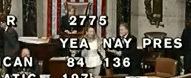 """Una taquígrafa es """"poseída"""" en plena votación del Congreso de los Estados Unidos"""