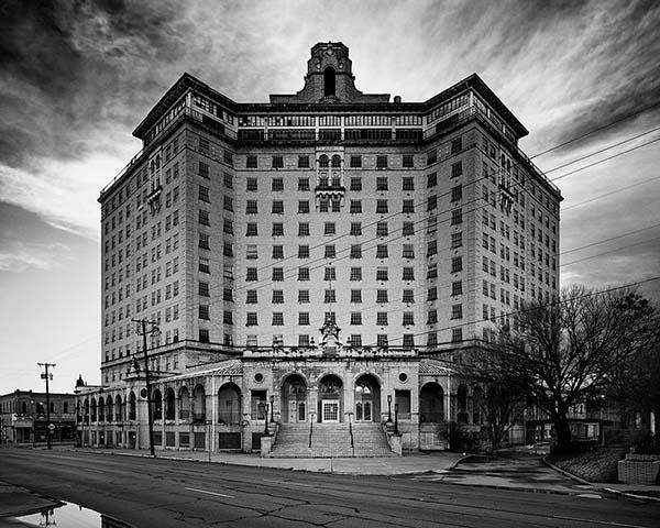 Hotel Baker - El aterrador Hotel Baker, una puerta al más allá