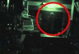 """fantasma pub gran bretana 320x220 - """"Fantasma"""" grabado con las cámaras de seguridad de uno de los pubs más antiguos de Gran Bretaña"""