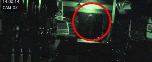"""fantasma pub gran bretana - """"Fantasma"""" grabado con las cámaras de seguridad de uno de los pubs más antiguos de Gran Bretaña"""