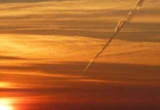 """ovni inglaterra 320x220 - Fotografían un """"OVNI"""" cayendo sobre los cielos de Inglaterra"""