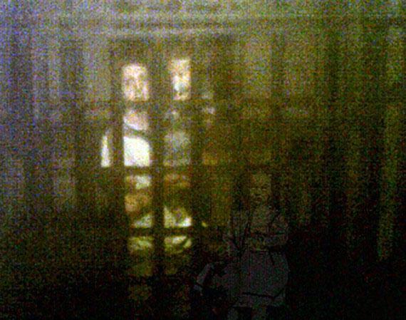 fantasma nina - Una familia es perseguida por el fantasma de una niña de la época victoriana en un museo de Inglaterra