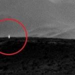 Una nueva fotografía de la NASA muestra una luz artificial en Marte: ¿evidencia de bases extraterres...