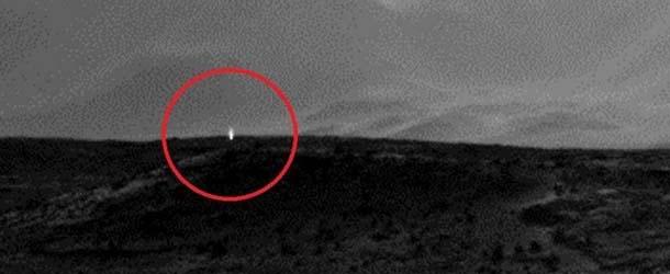 luz artificial marte - Una nueva fotografía de la NASA muestra una luz artificial en Marte: ¿evidencia de bases extraterrestres?