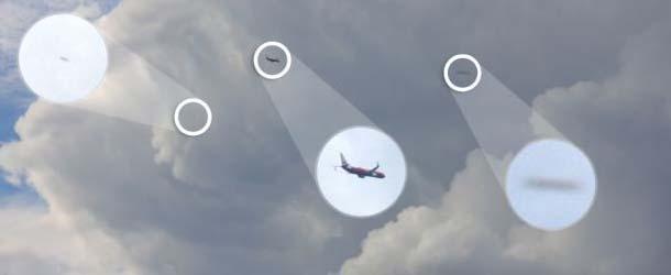 fotografo ovnis australia - Un fotógrafo capturó dos Ovnis cerca de un avión sobre los cielos de Australia