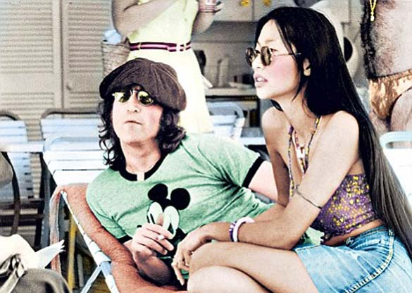 john lennon extraterrestres - Escritor asegura que el asesino de John Lennon actuó bajo el control de extraterrestres