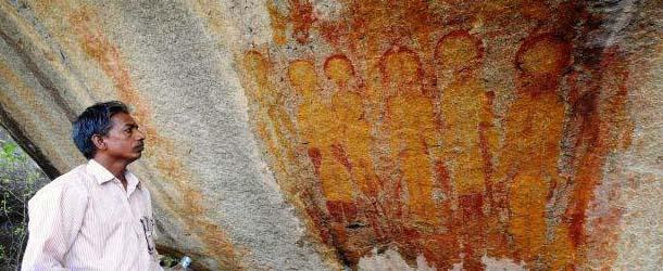 india pinturas rupestres ovnis extraterrestres - Descubren en la India pinturas rupestres de hace 10.000 años con ovnis y extraterrestres representados