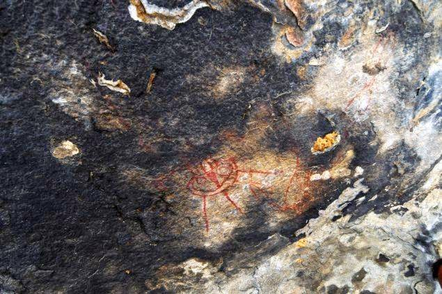pinturas rupestres extraterrestres - Descubren en la India pinturas rupestres de hace 10.000 años con ovnis y extraterrestres representados