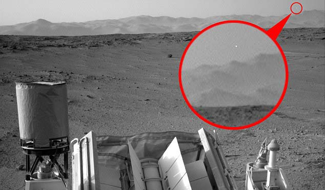 rover curiosity ovni - El Rover Curiosity vuelve a fotografiar un OVNI en Marte