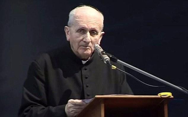sacerdote mensajes texto entidad demoniaca - Sacerdote recibe mensajes de texto enviados por una entidad demoníaca