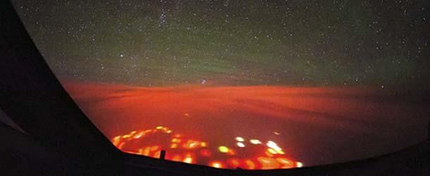 extrano resplandor pacifico - Piloto fotografía un extraño resplandor rojo sobre el Océano Pacífico