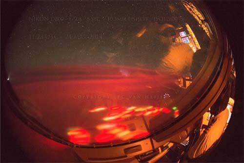 extrano resplandor rojo pacifico - Piloto fotografía un extraño resplandor rojo sobre el Océano Pacífico