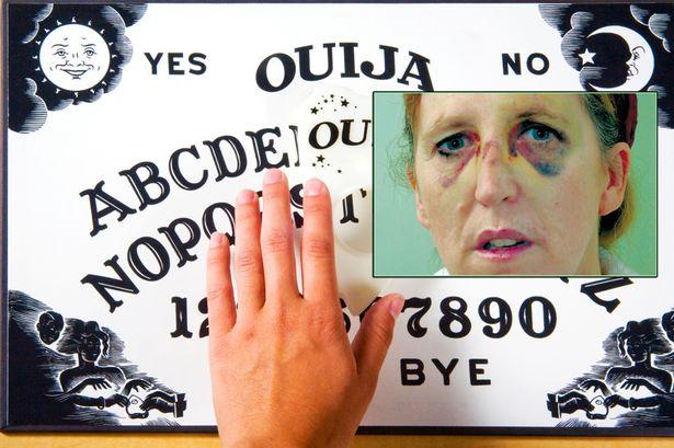 mujer entidad demoniaca ouija Una mujer es amenazada de muerte por una entidad demoníaca cuando utilizaba la ouija