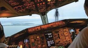 """Misterioso """"Humanoide Volador"""" casi impacta contra un avión de pasajeros"""