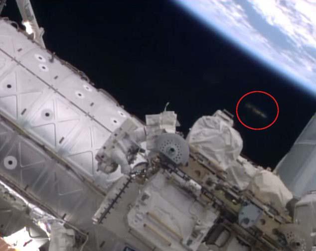 iss ovni Las cámaras de la Estación Espacial Internacional graban un sorprendente OVNI