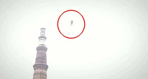 """misterioso humanoide volador Misterioso """"Humanoide Volador"""" casi impacta contra un avión de pasajeros"""