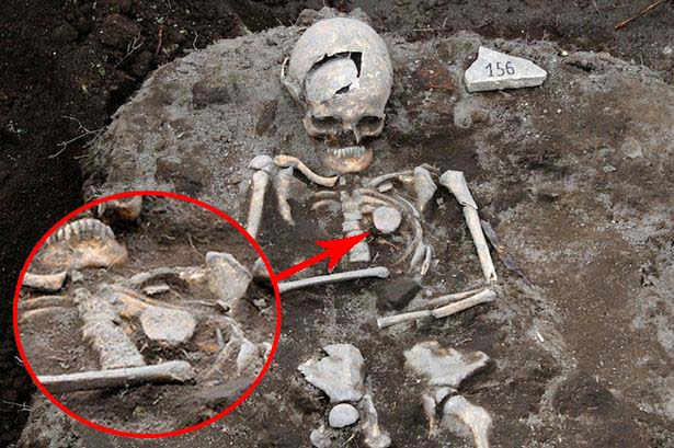 "tumba vampiro real bulgaria Descubren la tumba de un ""vampiro real"" en Bulgaria"