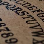 Exorcistas advierten de posesiones masivas por la compra de tableros Ouija en Navidad