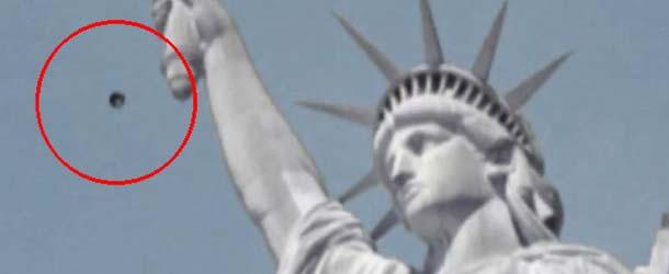ovni estatua libertad - Turistas graban en vídeo un OVNI sobre la Estatua de la Libertad