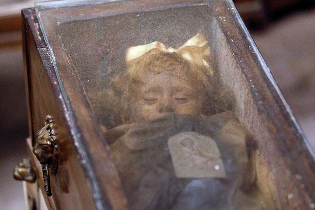 rosalia lombardo momia - El misterio de Rosalía Lombardo: la momia que abre y cierra los ojos