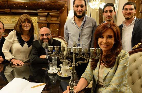 argentina hombre lobo - La Presidenta de Argentina adopta a un joven para evitar que se convierta en un hombre lobo