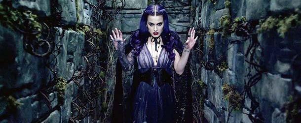"""Katy Perry es acusada de ser una """"bruja satánica"""" y de preparar un """"ritual Illuminati"""" durante la Super Bowl"""