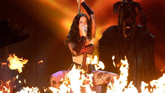 Katy Perry bruja satánica ritual Illuminati