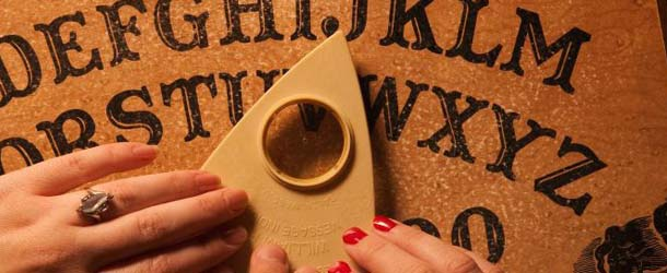 dos mujeres estado critico ouija - Dos mujeres británicas en estado crítico después de que la Ouija les advirtiera sobre sus muertes