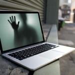 """Venden en eBay un ordenador portátil MacBook """"embrujado"""""""
