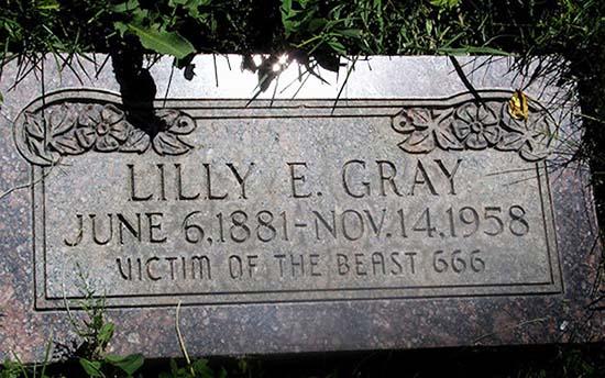 Lilly Gray víctima Bestia