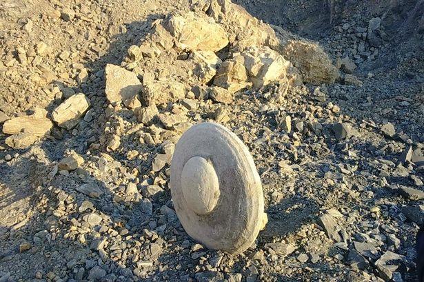misterioso objeto platillo volante siberia - Mineros descubren un misterioso objeto antiguo parecido a un platillo volante en Siberia