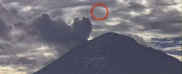ovni forma cigarro - Las cámaras web del volcán Popocatépetl vuelven a grabar un OVNI en forma de cigarro